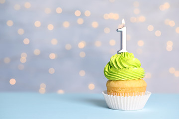 Divorce and behavior – cupcake with candle image